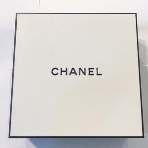 Chanel Black & White Gift Box.